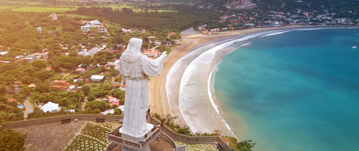 Cristo de la Misericordia enjoys a view over the lovely San Juan del Sur bay.