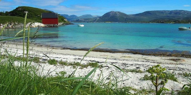 White sandy beaches and crystal-clear sea, Sommarøy