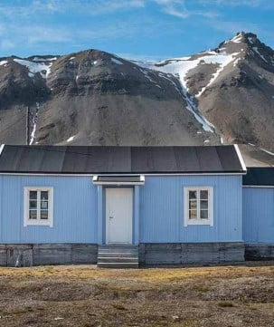 Wooden house in picturesque Ny-Ålesund, Svalbard.