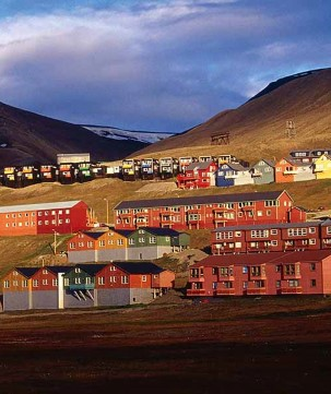 Midnight Sun in Longyearbyen, Svalbard.