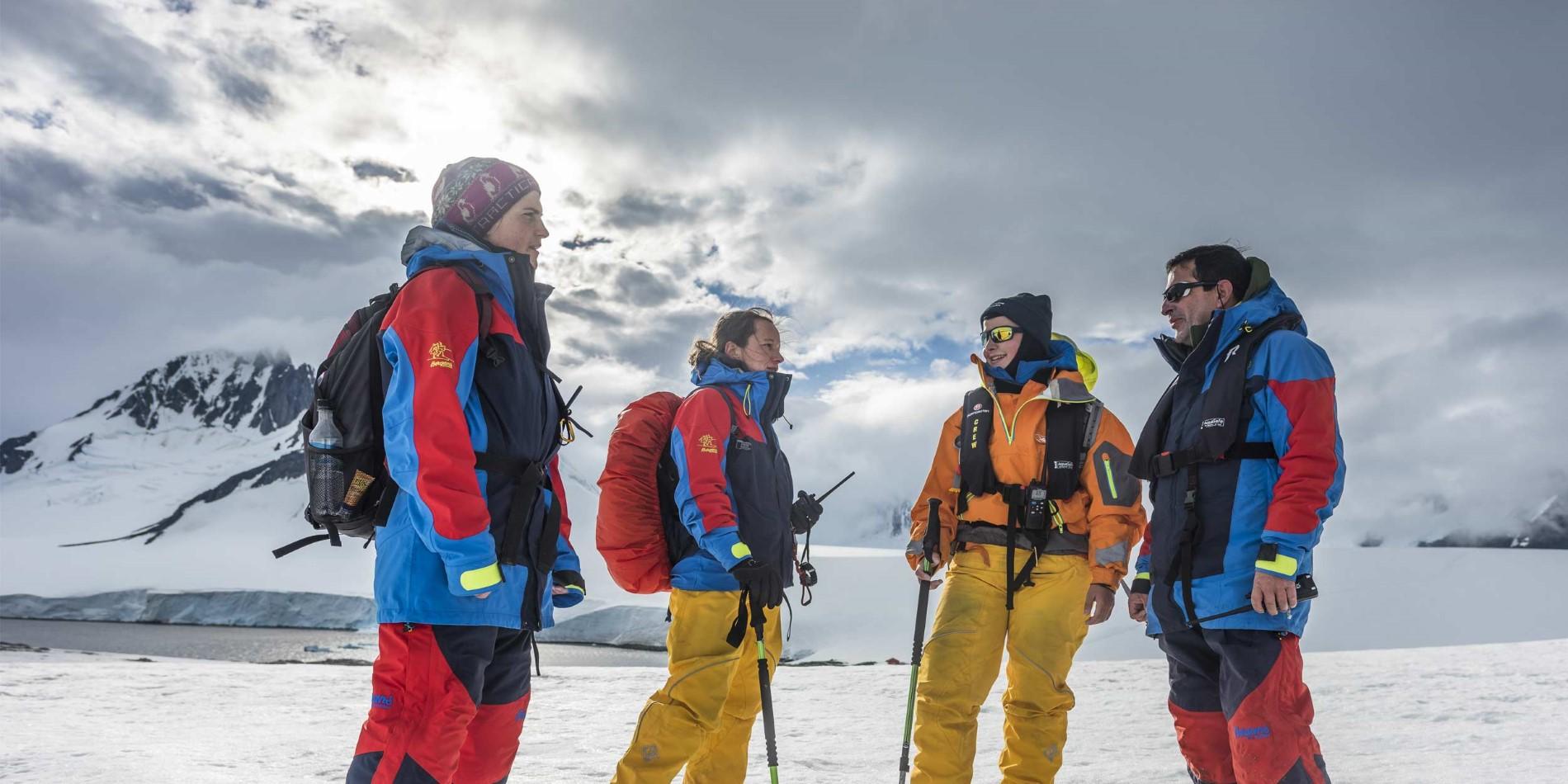 2500x1250-expedition-team-2-Damoy-Point-Antarktis-Karsten-Bidstrup.jpg