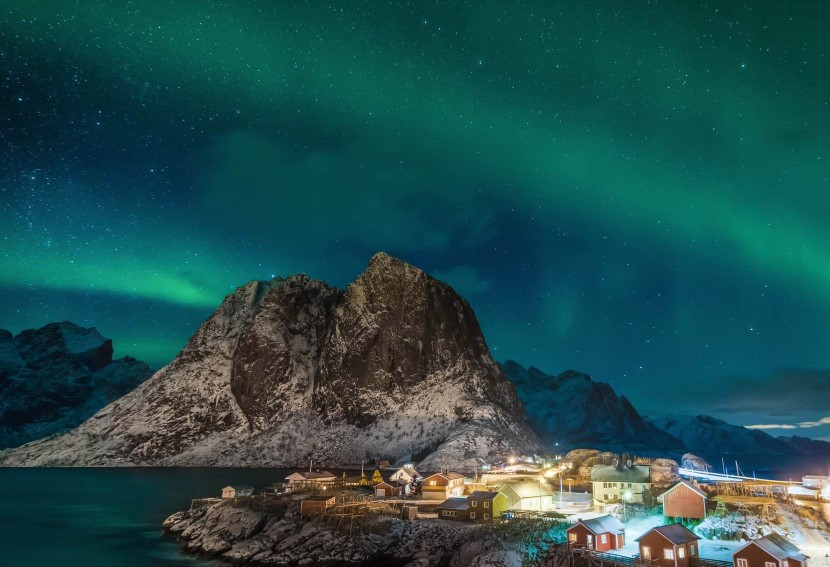 The northern lights over Hamnøy, Lofoten