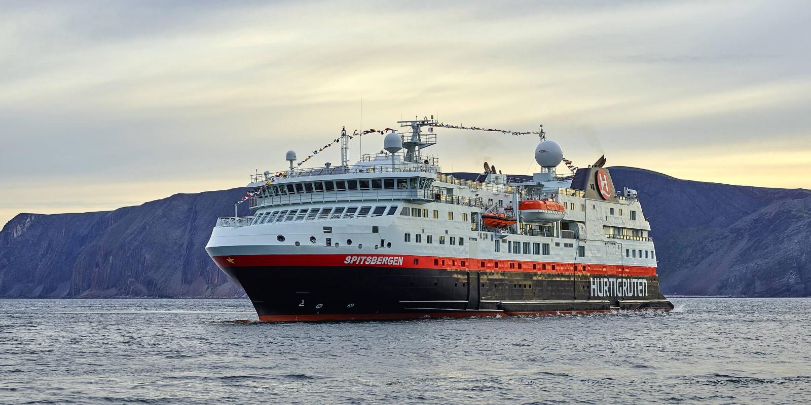MS_Spitsbergen_Hurtigruten.jpg